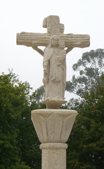 Escultura de la Virgen del Carmen, en el crucero.