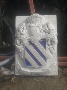 Escudo heráldico de apellido Poza con dimensiones 60×40×0'12cm piedra granito silvestre de Lugo