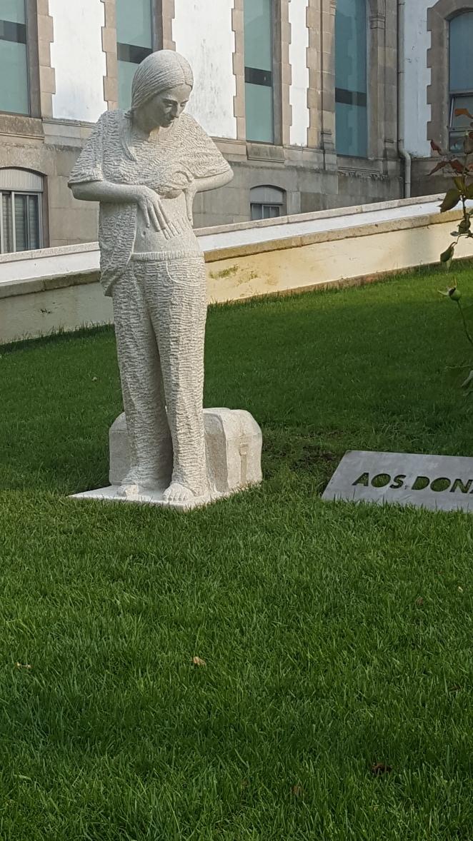 Monumento al donante sita en Pontevedra ciudad